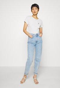 Calvin Klein Jeans - EMBROIDERY SLIM TEE - T-shirt basic - white/grey heather - 1
