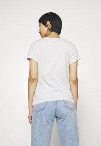 Calvin Klein Jeans - EMBROIDERY SLIM TEE - T-shirt basic - white/grey heather - 2