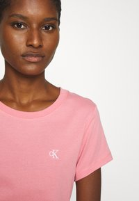 Calvin Klein Jeans - EMBROIDERY SLIM TEE - T-shirt basic - brandied apricot - 3