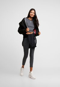 Calvin Klein Jeans - MILANO - T-shirt con stampa - black beauty/bright white aop - 1