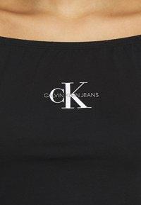 Calvin Klein Jeans - MONOGRAM LOGO BARDOT - T-shirt con stampa - black - 5