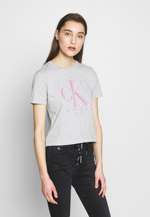 IRIDESCENT STRAIGHT TEE - Triko s potiskem - light grey heather