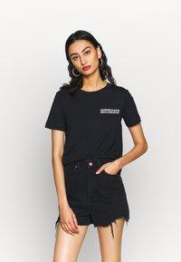 Calvin Klein Jeans - SQUARE GRAPHIC STRAIGHT TEE - Printtipaita - black - 2