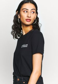 Calvin Klein Jeans - SQUARE GRAPHIC STRAIGHT TEE - Printtipaita - black - 3
