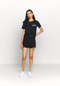 Calvin Klein Jeans - SQUARE GRAPHIC STRAIGHT TEE - Printtipaita - black - 1