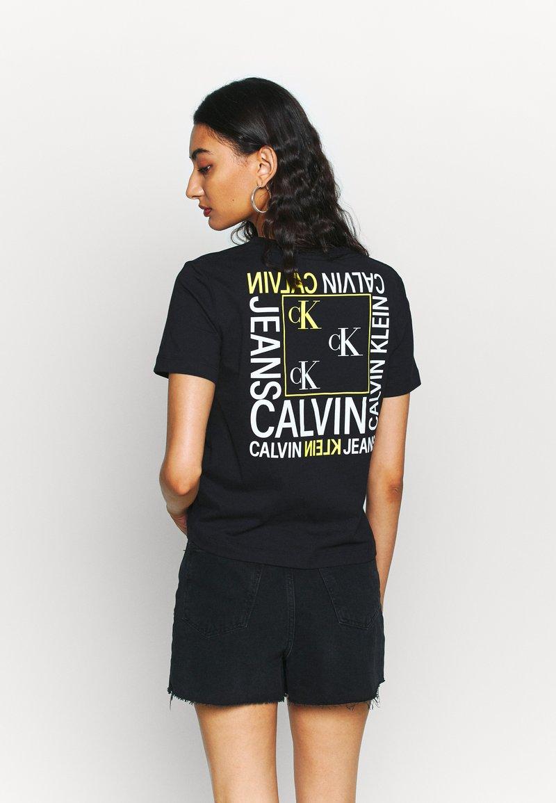 Calvin Klein Jeans - SQUARE GRAPHIC STRAIGHT TEE - Printtipaita - black