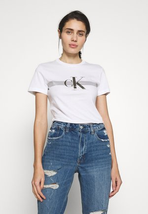 METALLIC SLIM TEE - T-shirt z nadrukiem - bright white