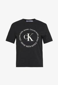 Calvin Klein Jeans - ROUND LOGO STRAIGHT TEE - T-shirt print - black - 3