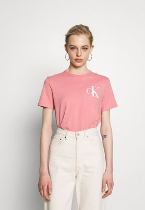 BACK INSTITUTIONAL LOGO SLIM TEE - T-shirt con stampa - brandied apricot