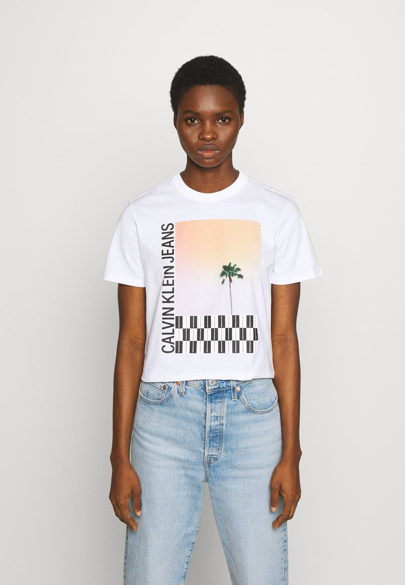 Calvin Klein Jeans - PALM TREE PHOTO LOGO SLIM TEE - Print T-shirt - bright white