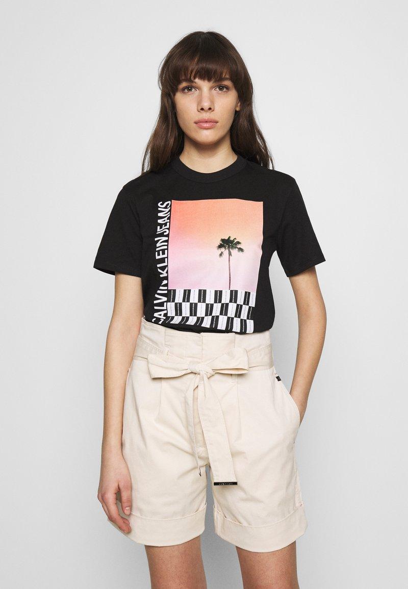 Calvin Klein Jeans - PALM TREE PHOTO LOGO SLIM TEE - Triko spotiskem - black
