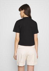 Calvin Klein Jeans - PALM TREE PHOTO LOGO SLIM TEE - Triko spotiskem - black - 2