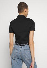 Calvin Klein Jeans - LOGO ELASTIC MILANO HALF ZIP - Print T-shirt - black - 2