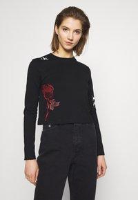 Calvin Klein Jeans - CK ONE ROSE LOGO MODERN STRAIGHT - Long sleeved top - black beauty - 0