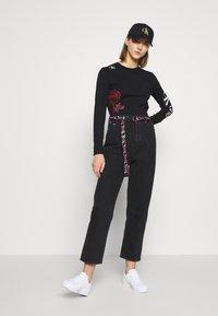 Calvin Klein Jeans - CK ONE ROSE LOGO MODERN STRAIGHT - Long sleeved top - black beauty - 1