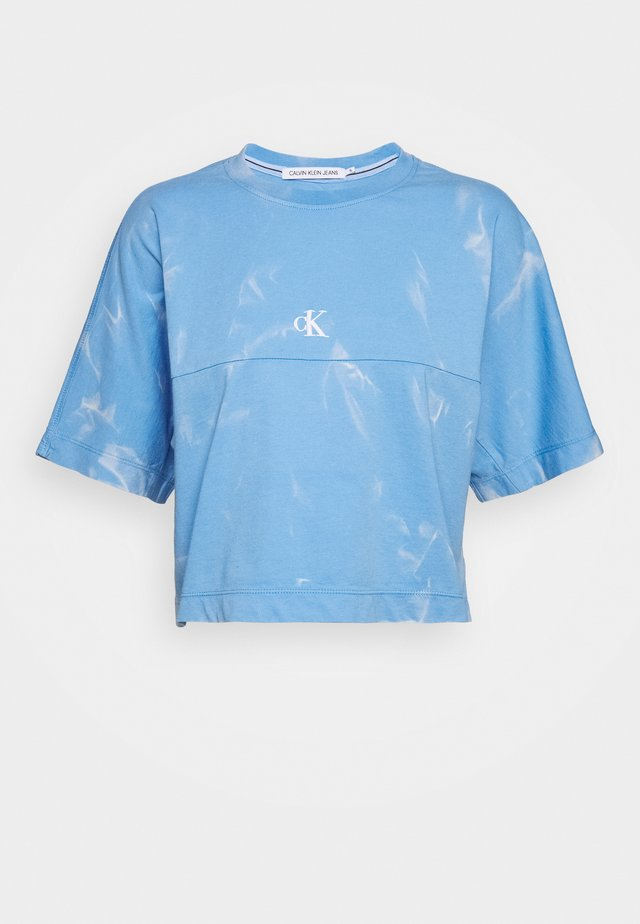 LAVA DYE CROPPED TEE - T-shirt imprimé - powdery blue