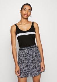 Calvin Klein Jeans - STRIPE LOGO SCOOP NECK TANK - Top - black - 0