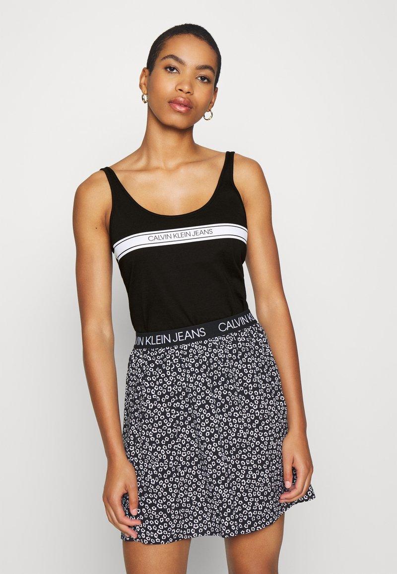 Calvin Klein Jeans - STRIPE LOGO SCOOP NECK TANK - Top - black