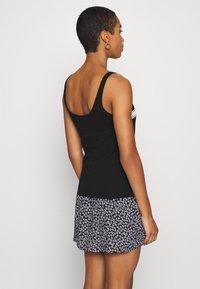 Calvin Klein Jeans - STRIPE LOGO SCOOP NECK TANK - Top - black - 2
