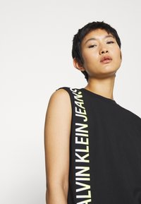 Calvin Klein Jeans - PHOTO PRINT STRAIGHT - Top - black - 4