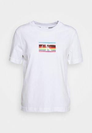 LOGO MODERN STRAIGHT TEE - T-shirt med print - bright white