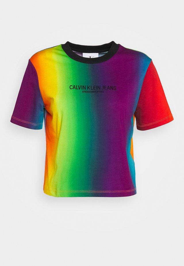 BLUR MODERN STRAIGHT TEE - T-shirt imprimé - rainbow