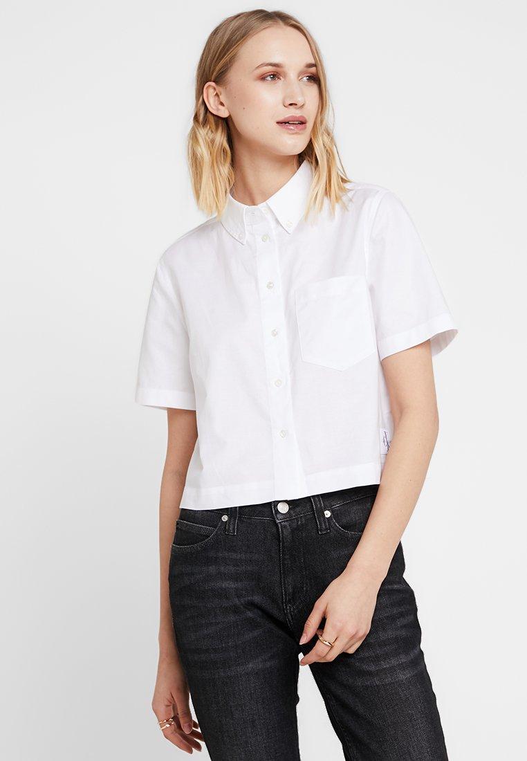Calvin Klein Jeans - CROPPED OXFORD - Button-down blouse - bright white