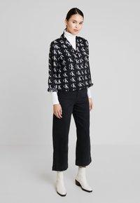 Calvin Klein Jeans - UTILITY - Overhemdblouse - black/white - 1