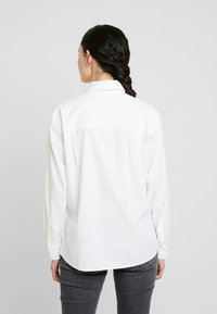 Calvin Klein Jeans - CLEAN RELAXED POPLIN - Button-down blouse - bright white - 2