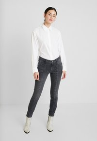 Calvin Klein Jeans - CLEAN RELAXED POPLIN - Button-down blouse - bright white - 1