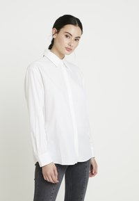 Calvin Klein Jeans - CLEAN RELAXED POPLIN - Button-down blouse - bright white - 0