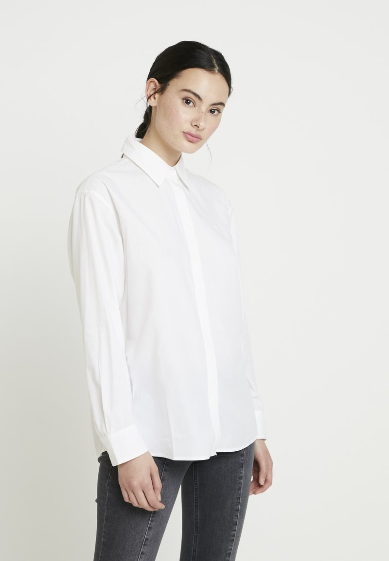 Calvin Klein Jeans - CLEAN RELAXED POPLIN - Button-down blouse - bright white