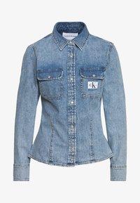 Calvin Klein Jeans - ARCHIVE LEAN - Chemisier - light blue - 0