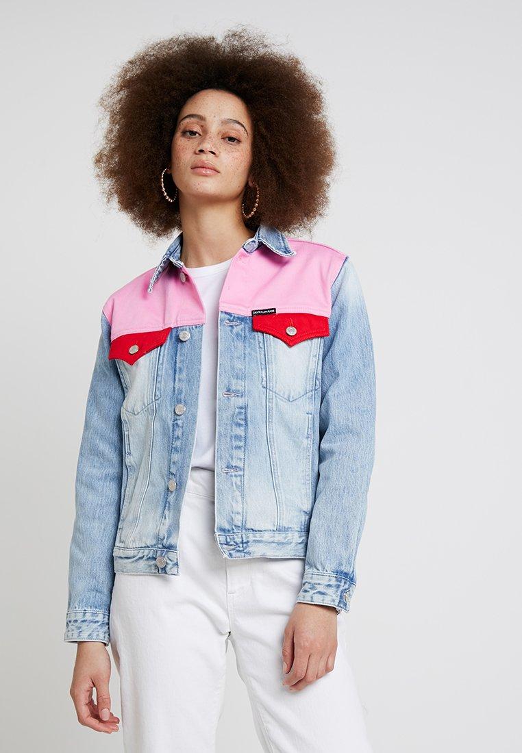 Calvin Klein Jeans - FOUNDATION TRUCKER - Veste en jean - mohonk light pink blocked