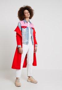 Calvin Klein Jeans - FOUNDATION TRUCKER - Veste en jean - mohonk light pink blocked - 1