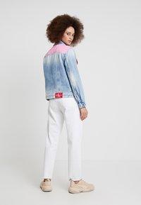 Calvin Klein Jeans - FOUNDATION TRUCKER - Veste en jean - mohonk light pink blocked - 2