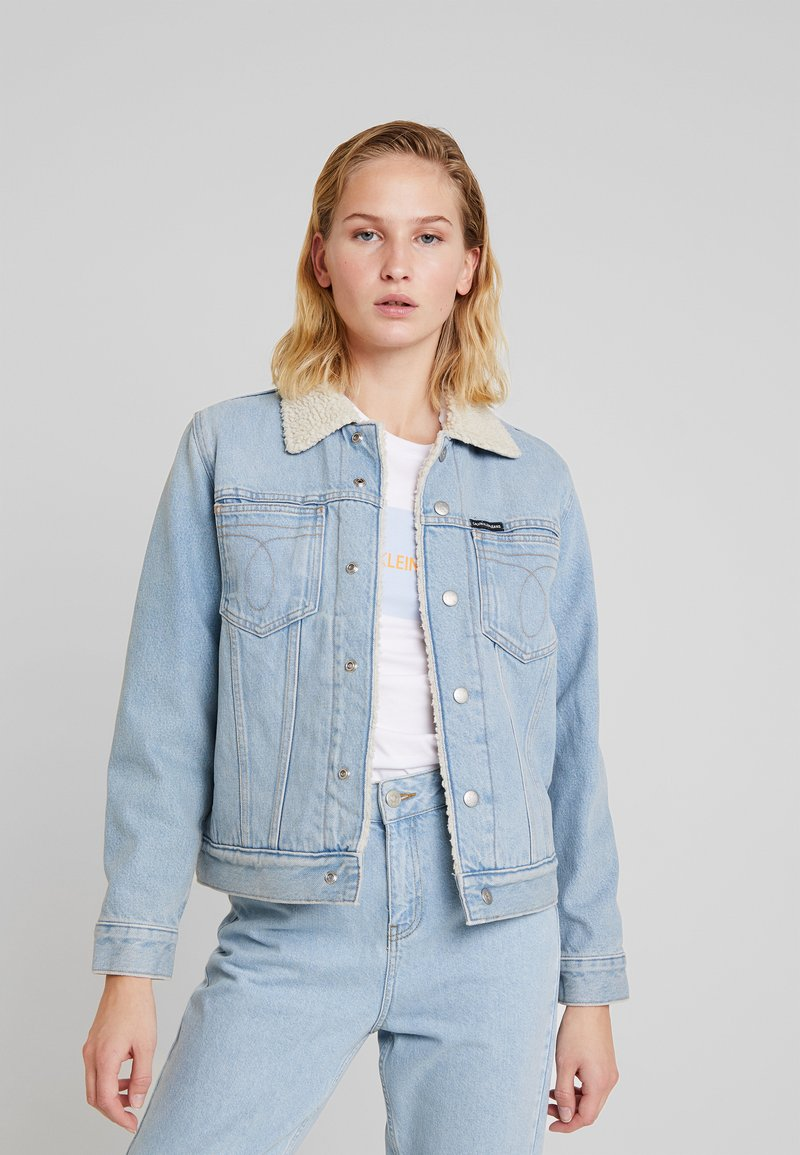 Calvin Klein Jeans - OMEGA SHERPA TRUCKER - Jeansjacke - iconic everest blue