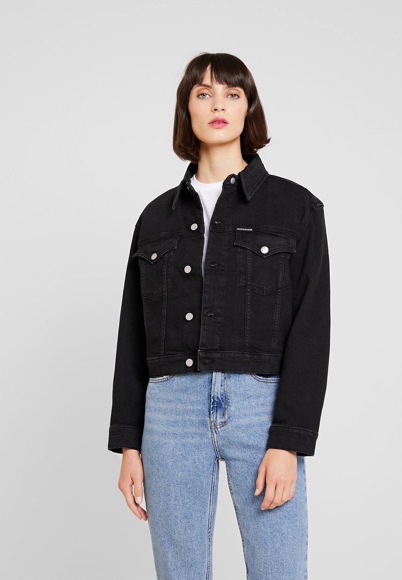Calvin Klein Jeans - CROPPED FOUNDATION TRUCKER - Denim jacket - copenhagen black