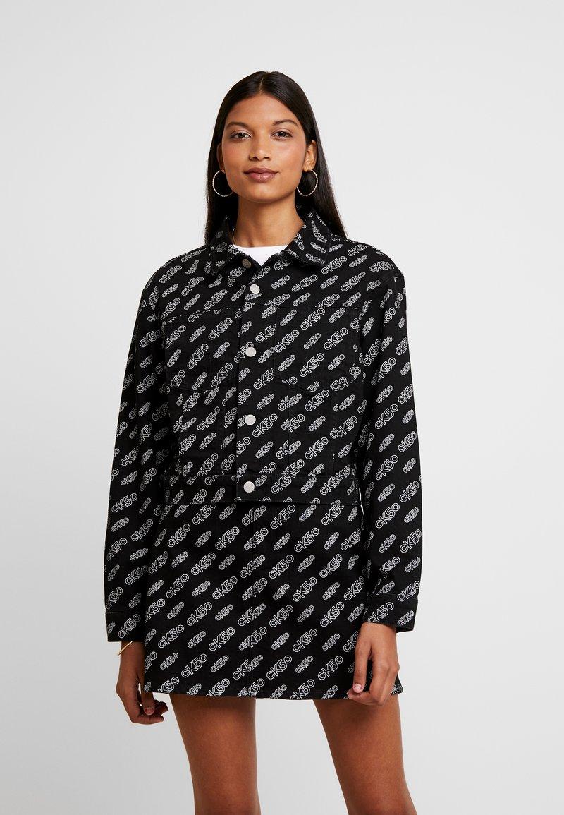 Calvin Klein Jeans - CROPPED OMEGA JACKET - Denim jacket - washed black
