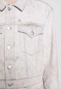 Calvin Klein Jeans - CROPPED FOUNDATION TRUCKER - Jeansjakke - bleach grey - 6