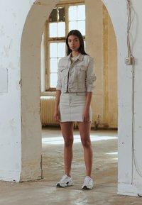 Calvin Klein Jeans - CROPPED FOUNDATION TRUCKER - Jeansjakke - bleach grey - 4