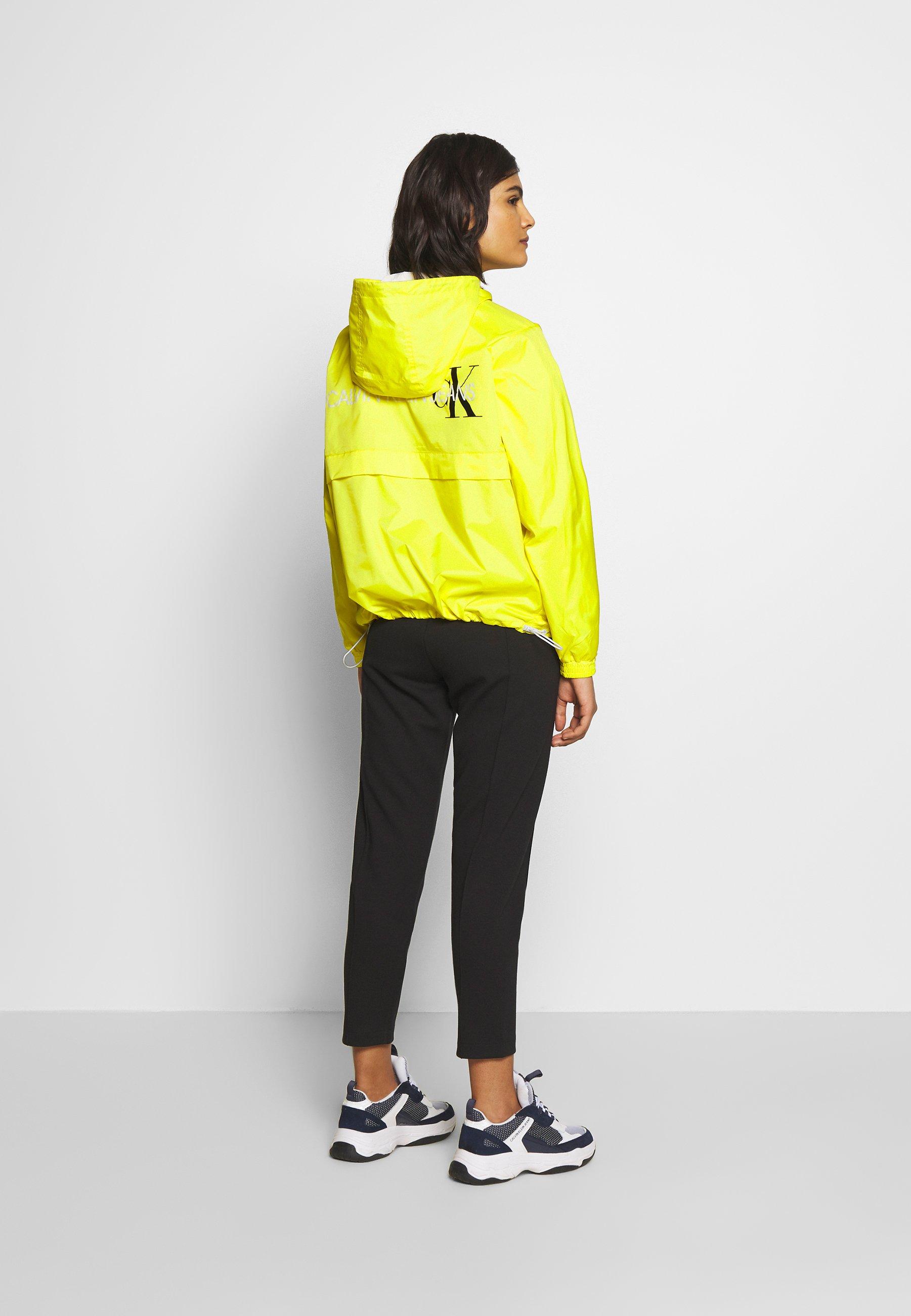 Calvin Klein Jeans ESSENTIAL POP OVER - Vindjakke - solar yellow