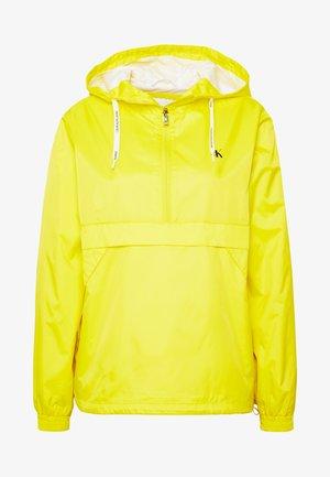 ESSENTIAL POP OVER - Vindjakke - solar yellow