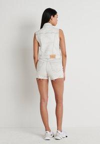 Calvin Klein Jeans - ARCHIVE VEST - Smanicato - bleach grey - 2