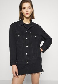 Calvin Klein Jeans - CK ONE OVERSIZED FOUNDATION - Giacca di jeans - black stone - 0