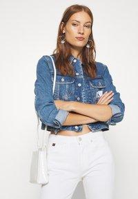 Calvin Klein Jeans - 90S CROP TRUCKER - Jeansjakke - mid blue - 3