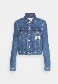 Calvin Klein Jeans - 90S CROP TRUCKER - Jeansjakke - mid blue - 4