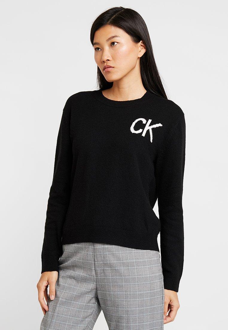 Calvin Klein Jeans - INTARSIA LOGO SWEATER - Trui - ck black/bright white