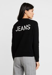 Calvin Klein Jeans - INTARSIA LOGO SWEATER - Trui - ck black/bright white - 2