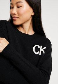 Calvin Klein Jeans - INTARSIA LOGO SWEATER - Trui - ck black/bright white - 3